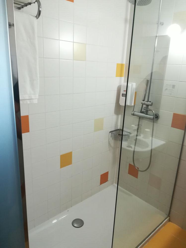 Rehabilitación de juntas de baño en Hotel ByB